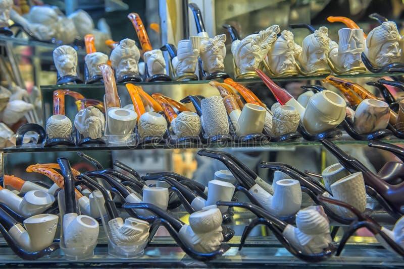 Rokende pijpen met gravure op de Grote Bazaar royalty-vrije stock fotografie