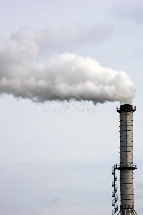 Rokende schoorsteen stock afbeelding