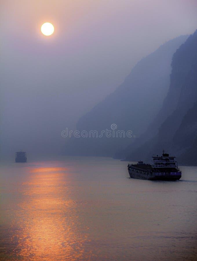 Rokerige Hemel op de Yangtze-Rivier royalty-vrije stock foto