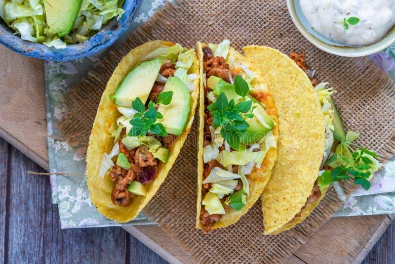 Rokerige Mexicaanse varkensvlees en boontaco's stock fotografie