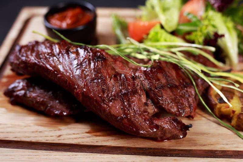 Roklapje vlees, grill en het menu van het barbecuerestaurant royalty-vrije stock foto