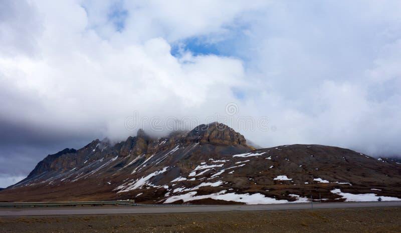 Rolamento dramático do tempo através do ártico na primavera foto de stock