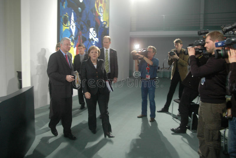 Roland Koch, Kanselier Angela Merkel, royalty-vrije stock afbeelding