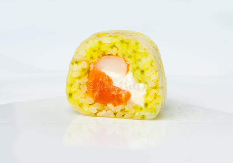 Role o camarão do tigre de papel de arroz, caviar verde, queijo creme imagem de stock royalty free