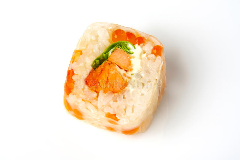Role o papel de arroz, os salmões do teriyaki, a salada e o caviar dos salmões imagem de stock