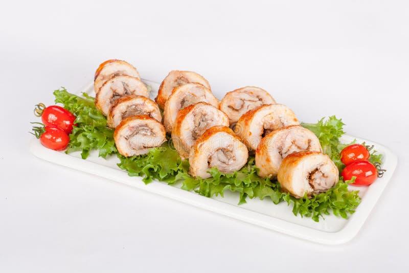 Roleta deliciosa da galinha com cogumelos e vegetais foto de stock