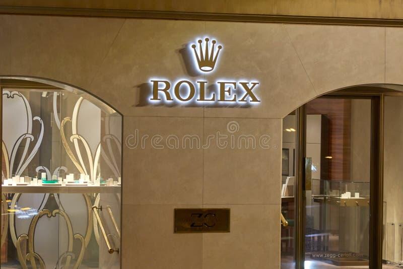 Rolex-de opslag van het luxehorloge die bij nacht in Monte Carlo, Monaco wordt verlicht royalty-vrije stock foto