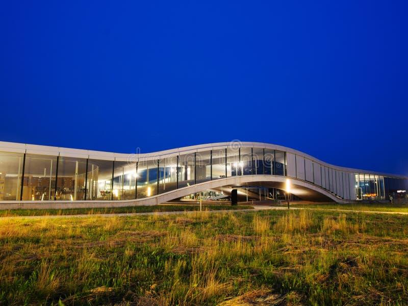 Rolex uczenie centrum Przy EPFL Po zmierzchu obrazy stock