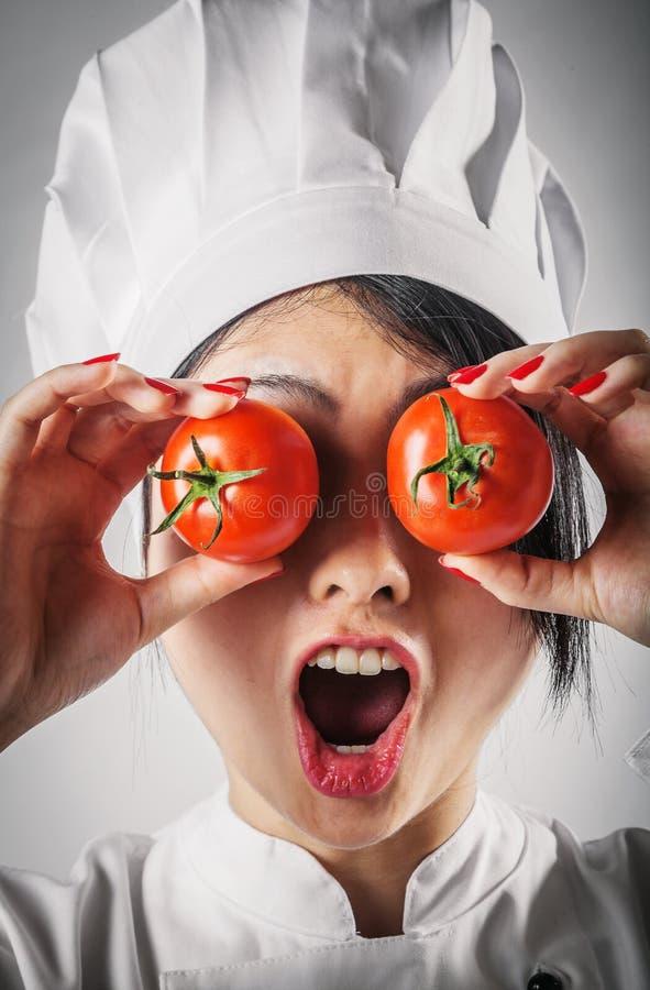Rolig fånig kock med tomatögon arkivfoto