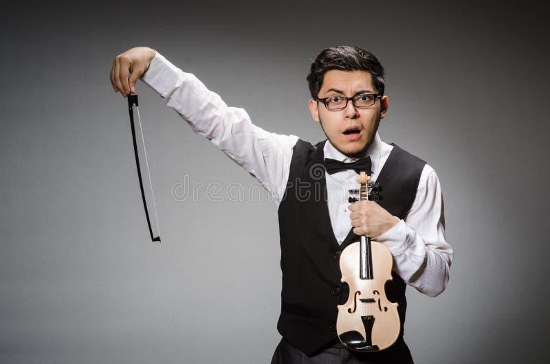 Rolig fiolspelare royaltyfri foto
