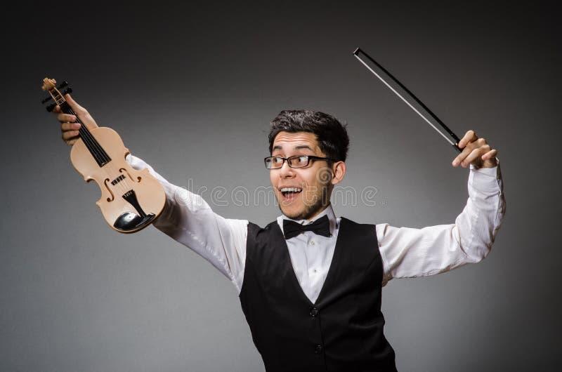 Rolig fiolspelare royaltyfri bild