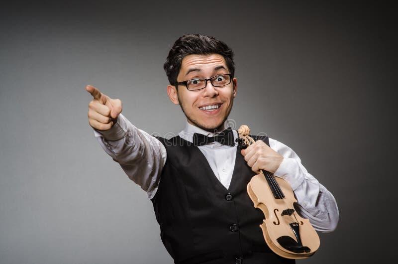Rolig fiolspelare royaltyfria bilder