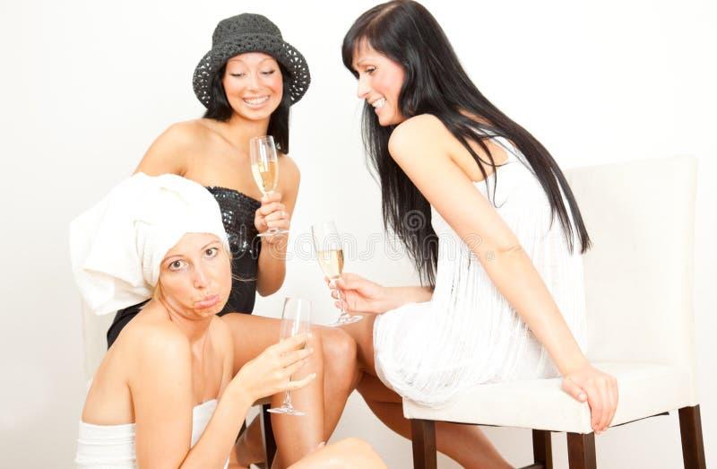rolig flicka för 3 vänner som har fotografering för bildbyråer