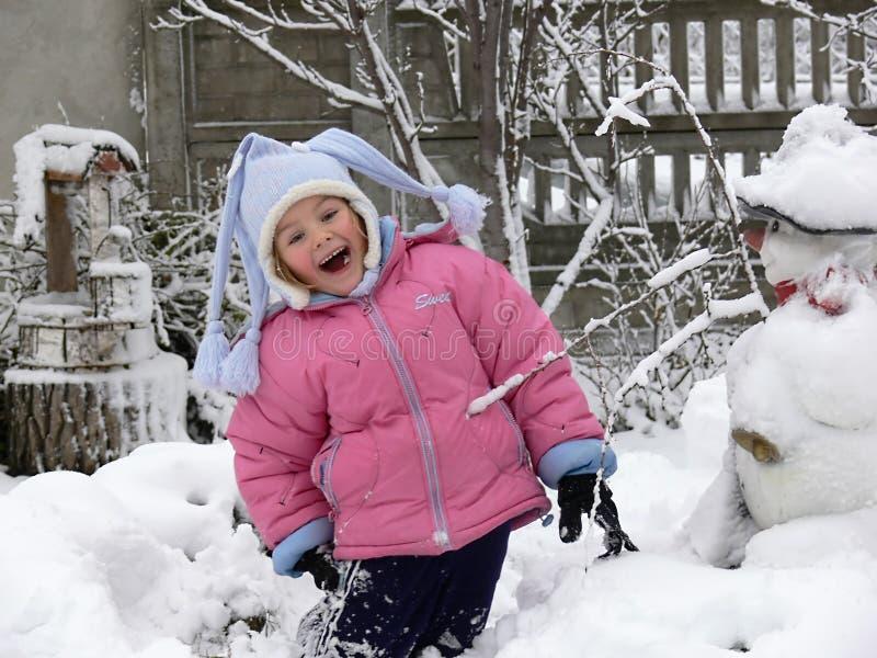 rolig flicka som har snow royaltyfri foto