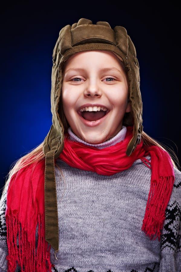 rolig flicka som skrattar little stående royaltyfria foton