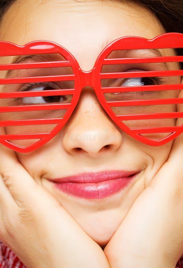 rolig flickasolglasögon arkivbilder