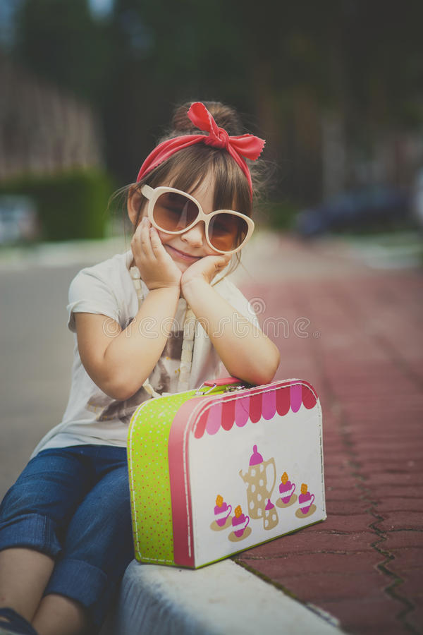 Rolig flickastående fotografering för bildbyråer