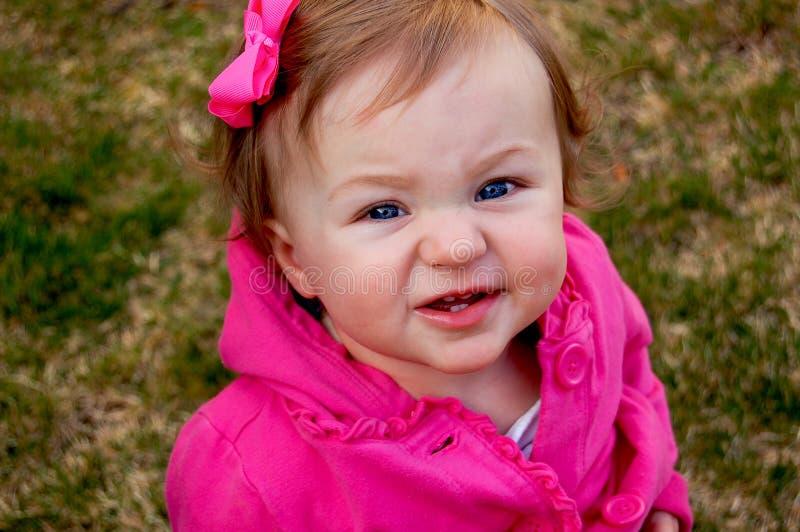 Rolig framsida för litet barn royaltyfria foton