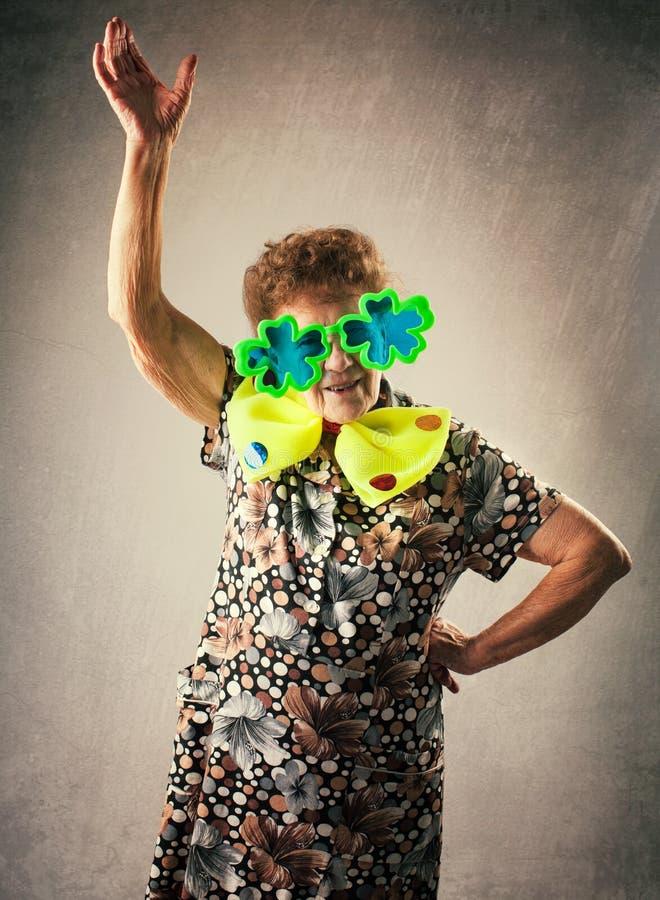 Rolig gammal kvinna royaltyfri bild