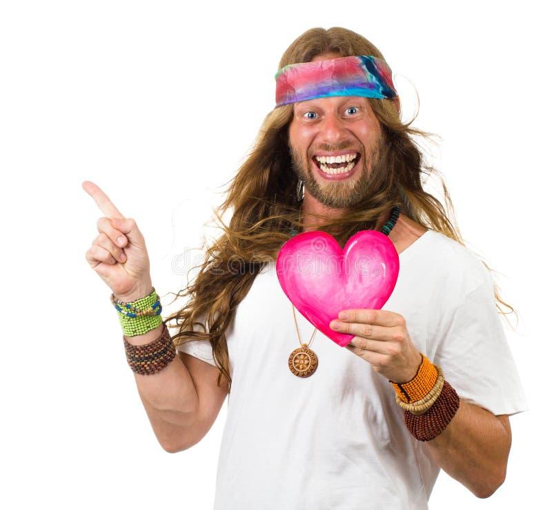 Rolig hippieman som rymmer en hjärta och peka för förälskelse royaltyfri bild