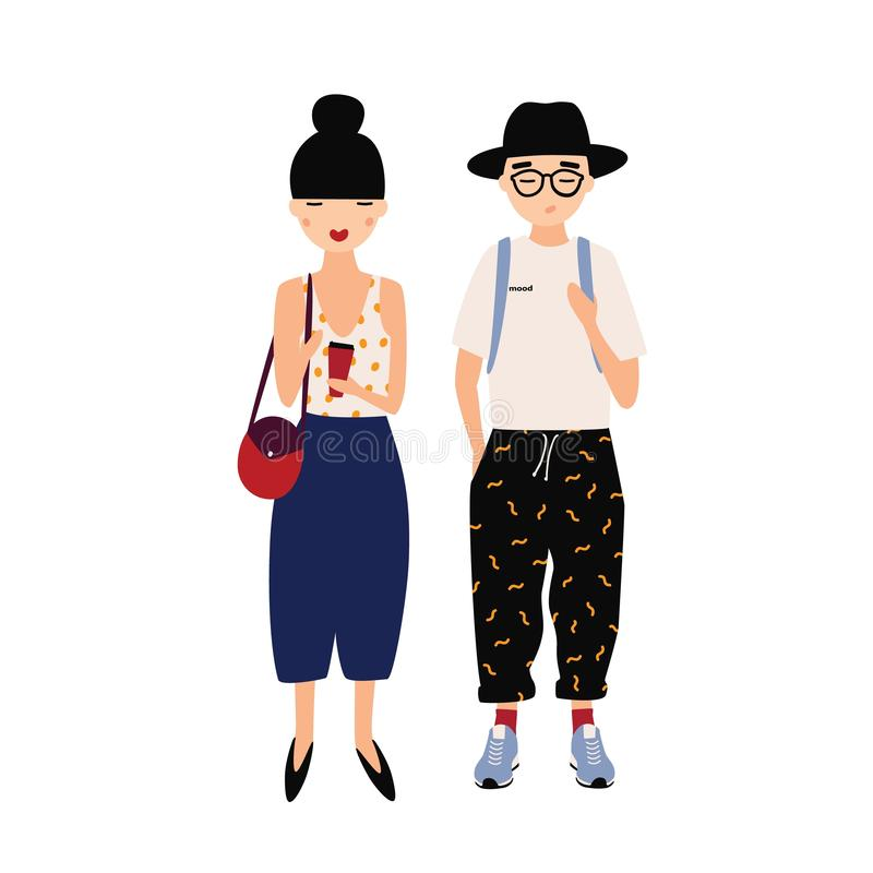Rolig hipsterman och kvinna som bär stilfulla utsmyckade kläder som tillsammans står skjutit studiobarn för par innegrej cartoon stock illustrationer
