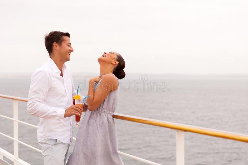 Rolig kryssning för par royaltyfri foto