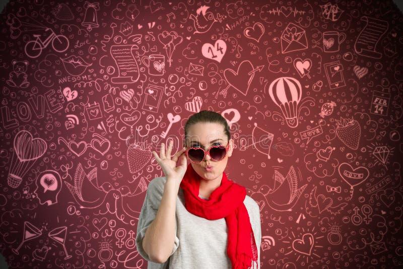 Rolig kvinna över valentine'sbakgrund royaltyfri bild