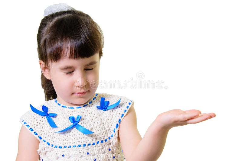 Rolig le liten flickastående över vit bakgrund royaltyfri foto