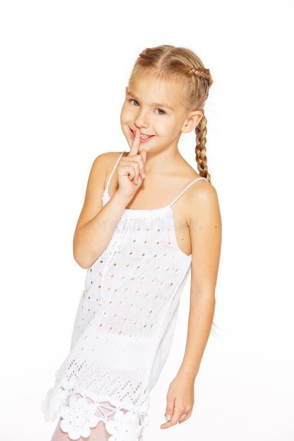 Rolig liten flicka med pigtails fotografering för bildbyråer