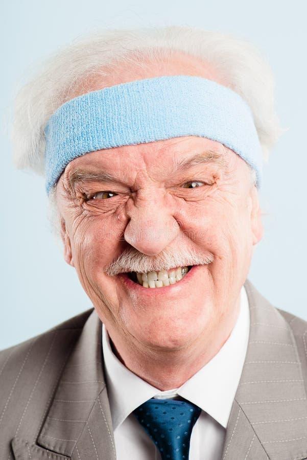 Bakgrund för blått för definition för kick för rolig manstående verkligt folk arkivfoto