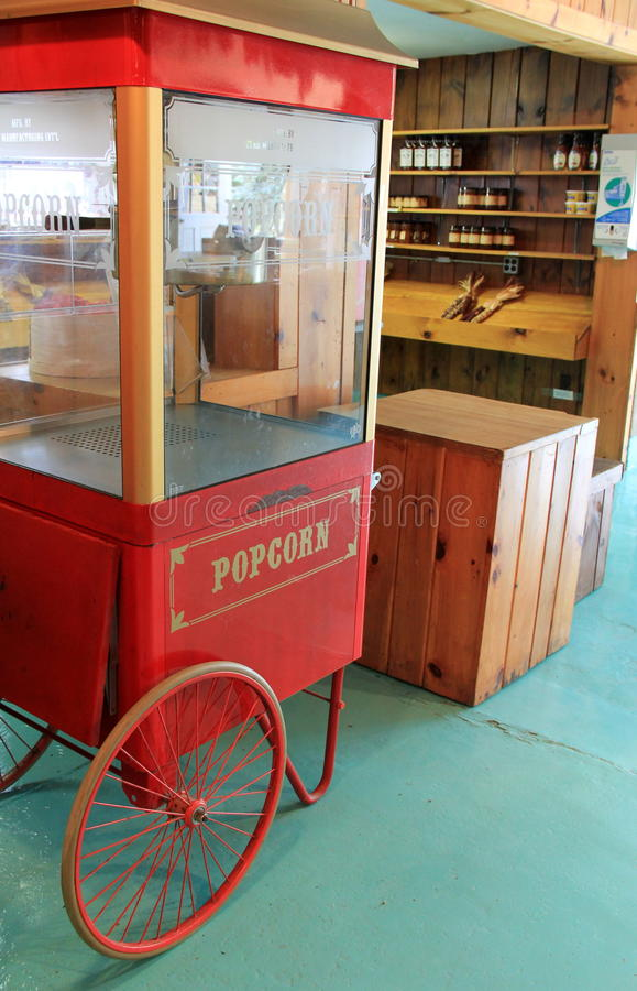 Rolig och nostalgisk popcornmaskin inom den stora Apple fruktträdgården, Wrentham, mass, 2014 royaltyfri fotografi