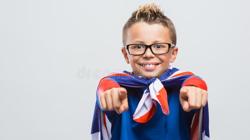 Rolig superhero som pekar på kameran royaltyfri fotografi