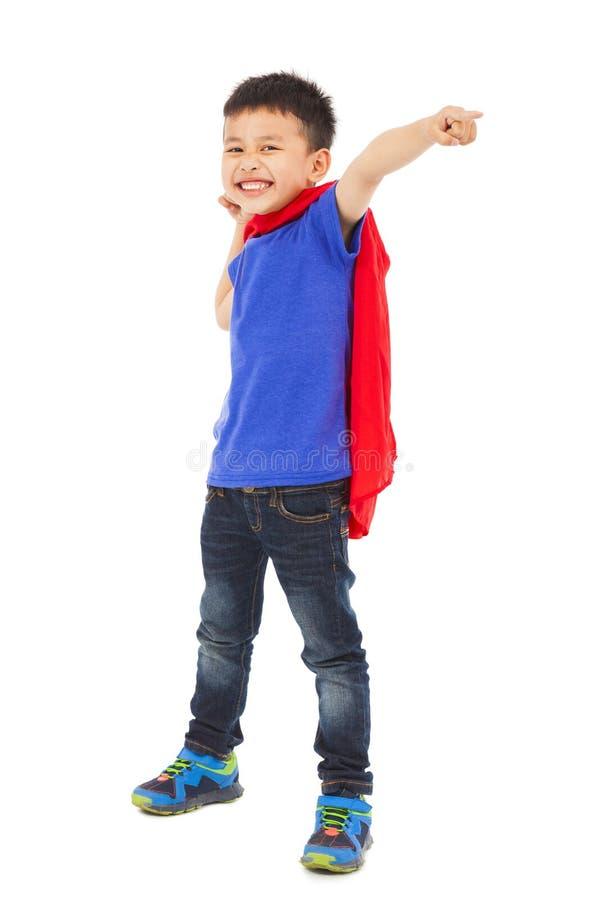 Rolig superherounge som pekar och gör en näve arkivfoton