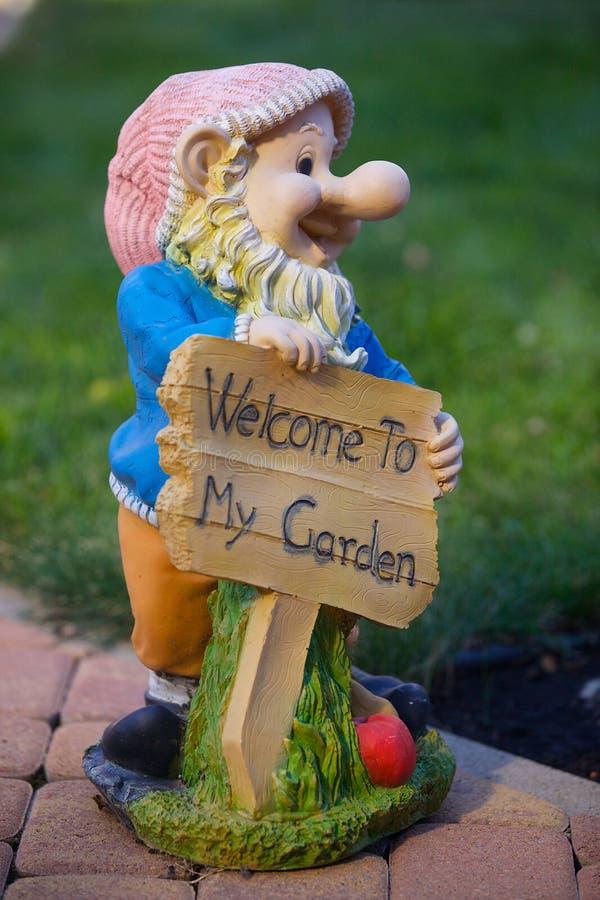 rolig trädgårds- staty för koblomkruka royaltyfri foto