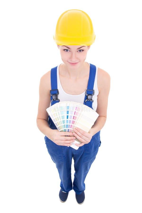 Rolig ung attraktiv kvinnamålare i workwear med färgrikt p royaltyfri fotografi