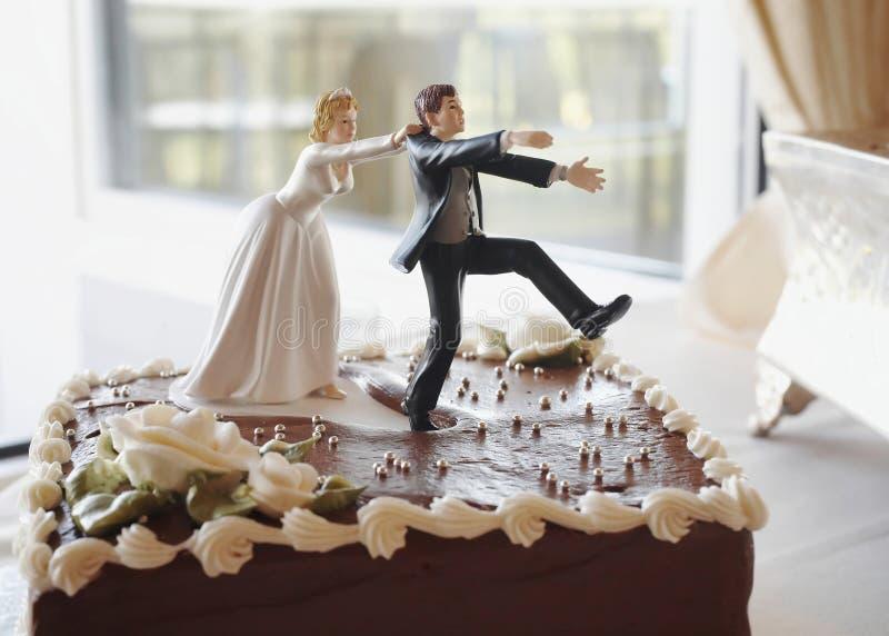 roligt bröllop för cake arkivbilder