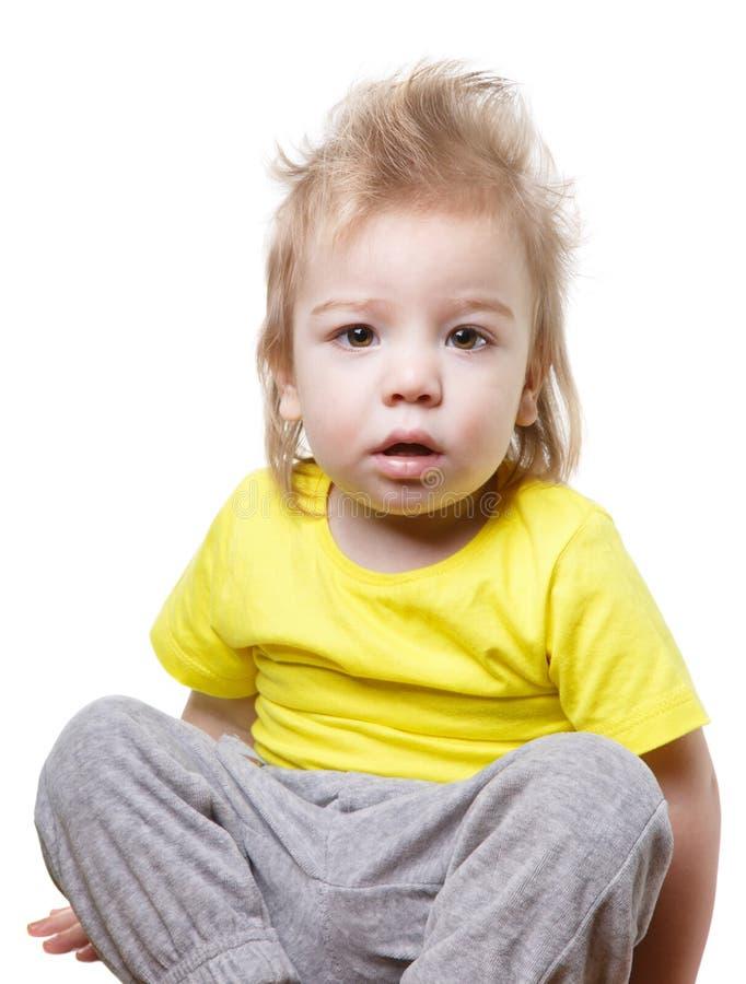 Roligt förvånat behandla som ett barn isolerat royaltyfri fotografi