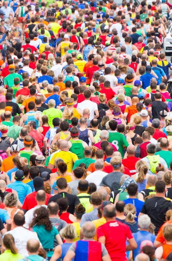 Roligt köra för löparefolk royaltyfria foton