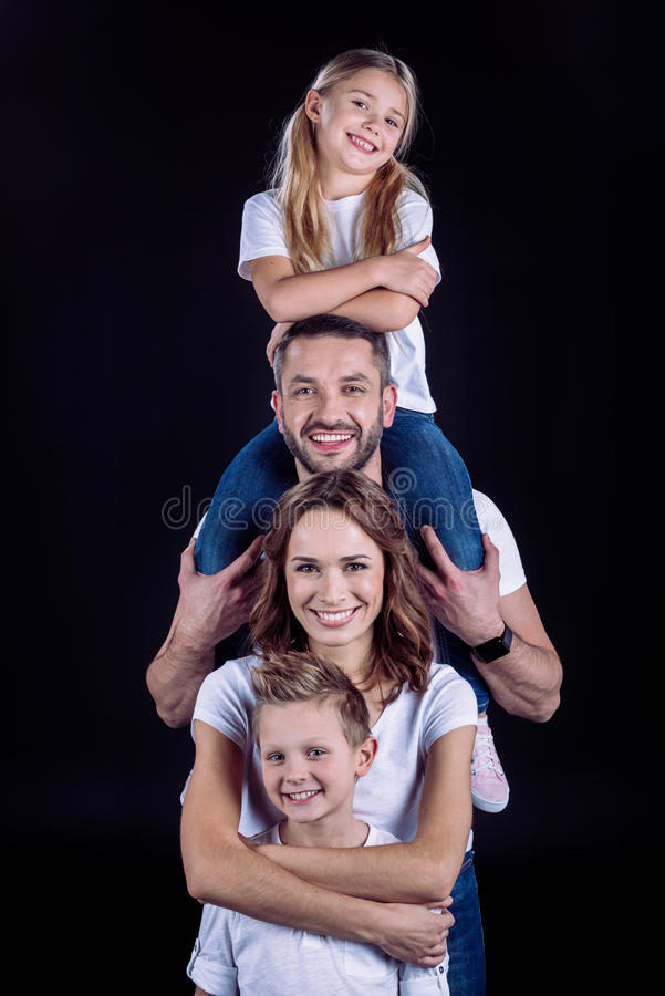 roligt lyckligt ha för familj royaltyfri bild