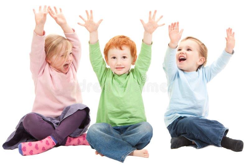 roligt lyckligt ha ungar royaltyfria bilder
