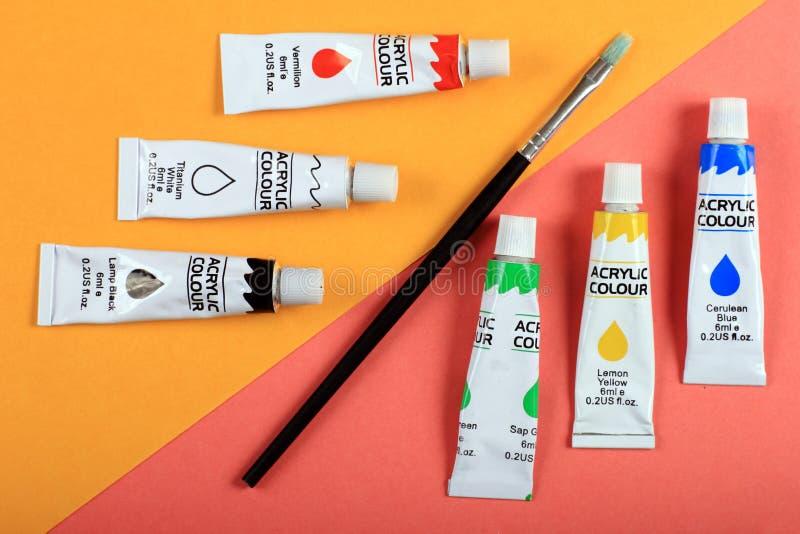 Roligt minsta begrepp för sommar Bästa sikt på målarfärgrör fotografering för bildbyråer