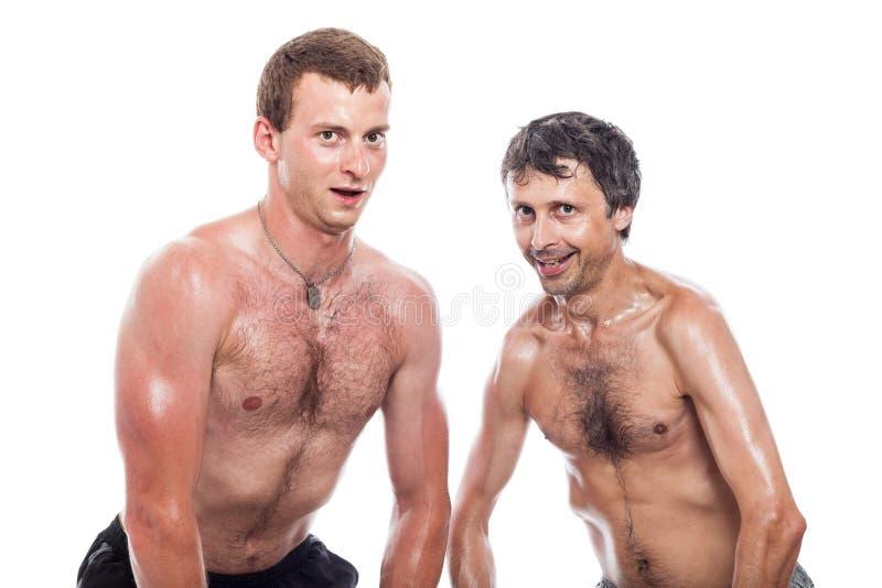 Roligt shirtless posera för män royaltyfri foto
