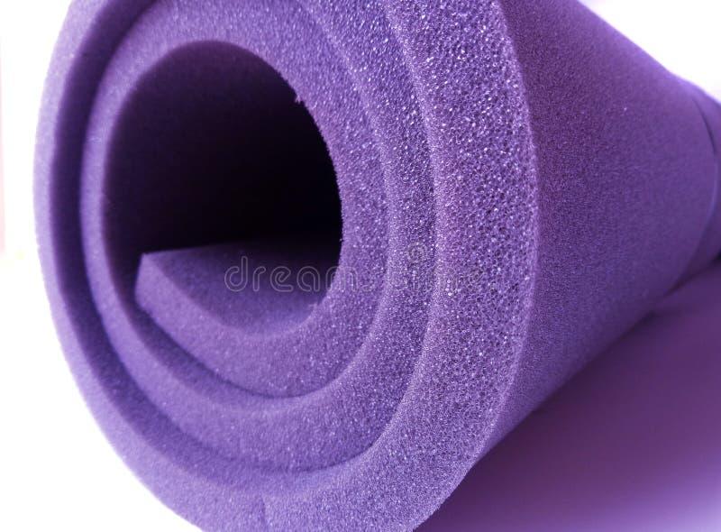 Rolka pianki gąbki purpurowej obrazy stock