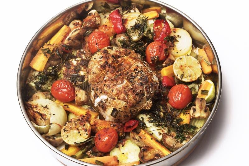 Rollade met vlees met groenten en kruiden stock fotografie
