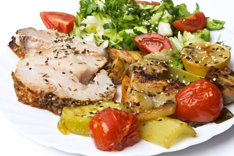 Rollade met vlees met groenten en kruiden stock afbeeldingen