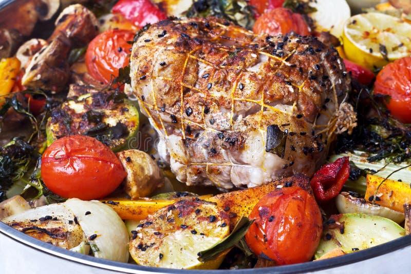 Rollade met vlees met groenten en kruiden royalty-vrije stock fotografie