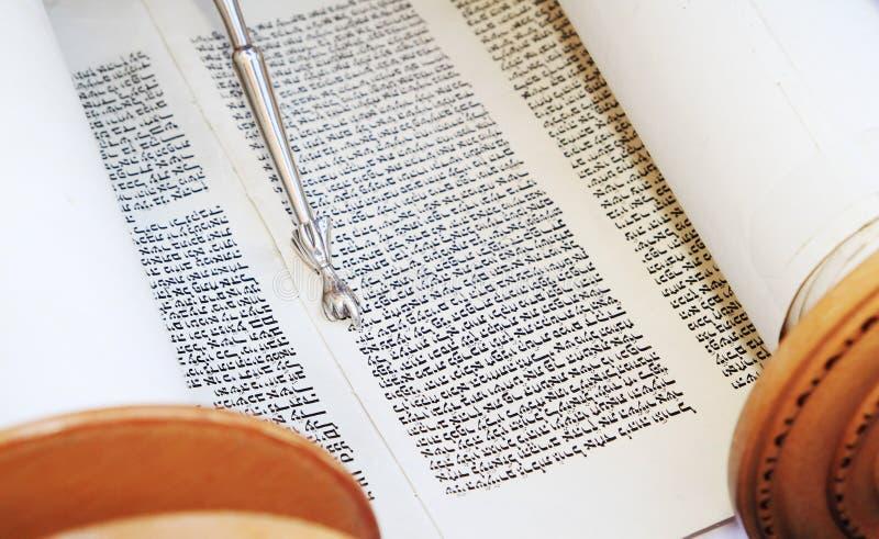 Rolle der hebräischen Bibel lizenzfreie stockfotos