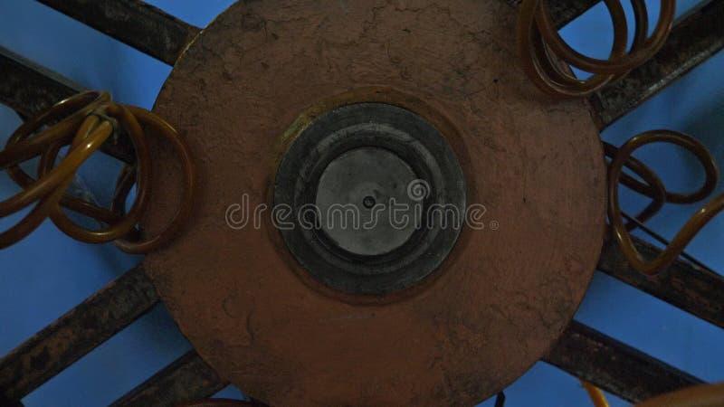 Rolle, die Spulenrohr verlegt Fertigung der Plastikwasserleitungsfabrik Prozess der Herstellung von Kunststoffrohren auf der Masc lizenzfreie stockfotografie