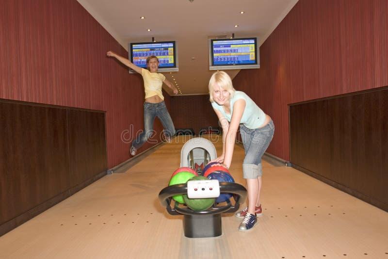 Rollen mit zwei Frauen lizenzfreies stockfoto