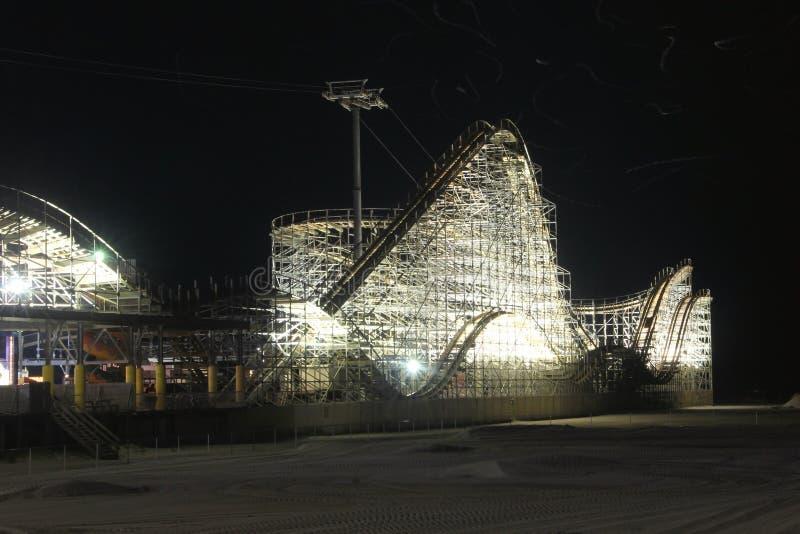 Roller coaster da noite imagem de stock royalty free